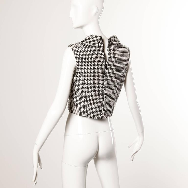 Gianni Versace Vintage 1990s 90s Black + White Houndstooth Sporty Vest Jacket In Excellent Condition For Sale In Sparks, NV