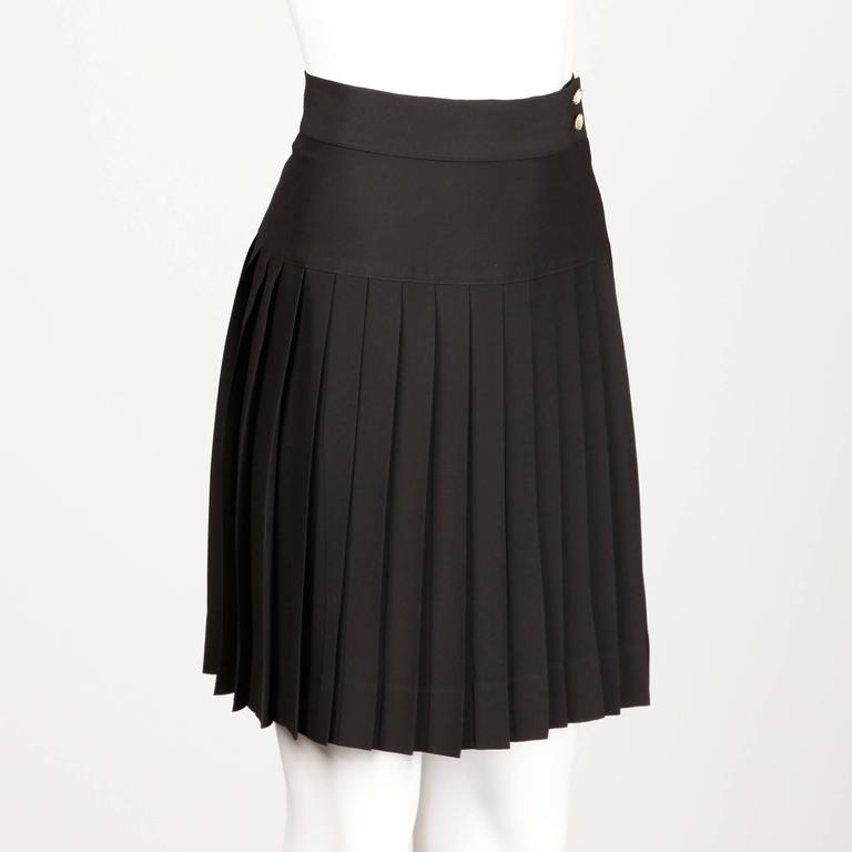 Women's Chanel Vintage Black Pleated Skirt For Sale