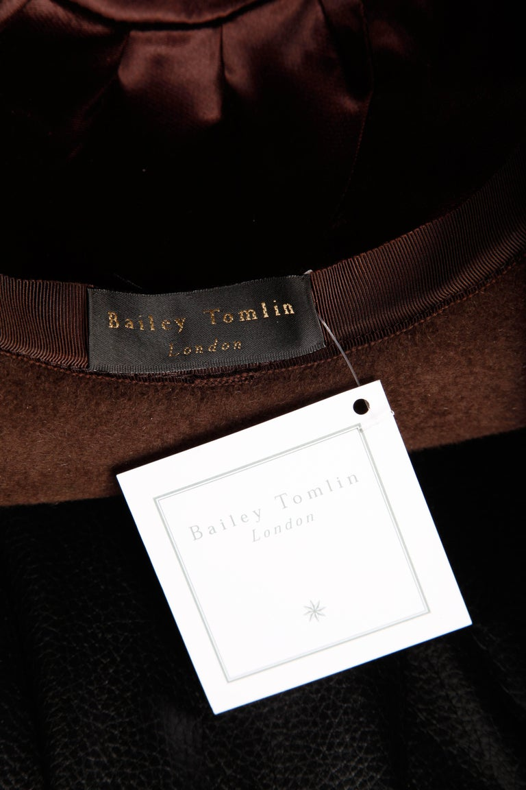 Unworn with Tags Bailey Tomlin Vintage Brown Wool Hat with Black Fur Pom Poms  In New Condition For Sale In Sparks, NV