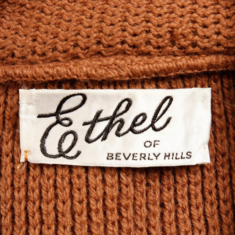 1960s Vintage Ethel Beverly Hills Brown 100% Wool Knit Rings Cardigan Sweater  In Excellent Condition For Sale In Sparks, NV