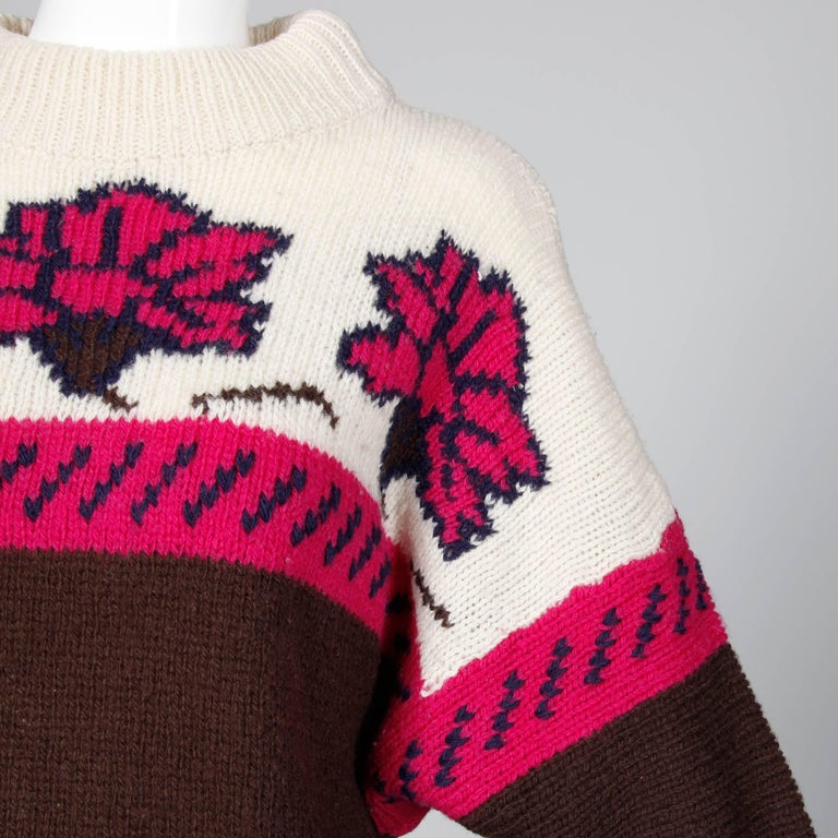 1990s Byblos Vintage 100% Wool Chunky Knit Sweater Top with Flower Design For Sale 1