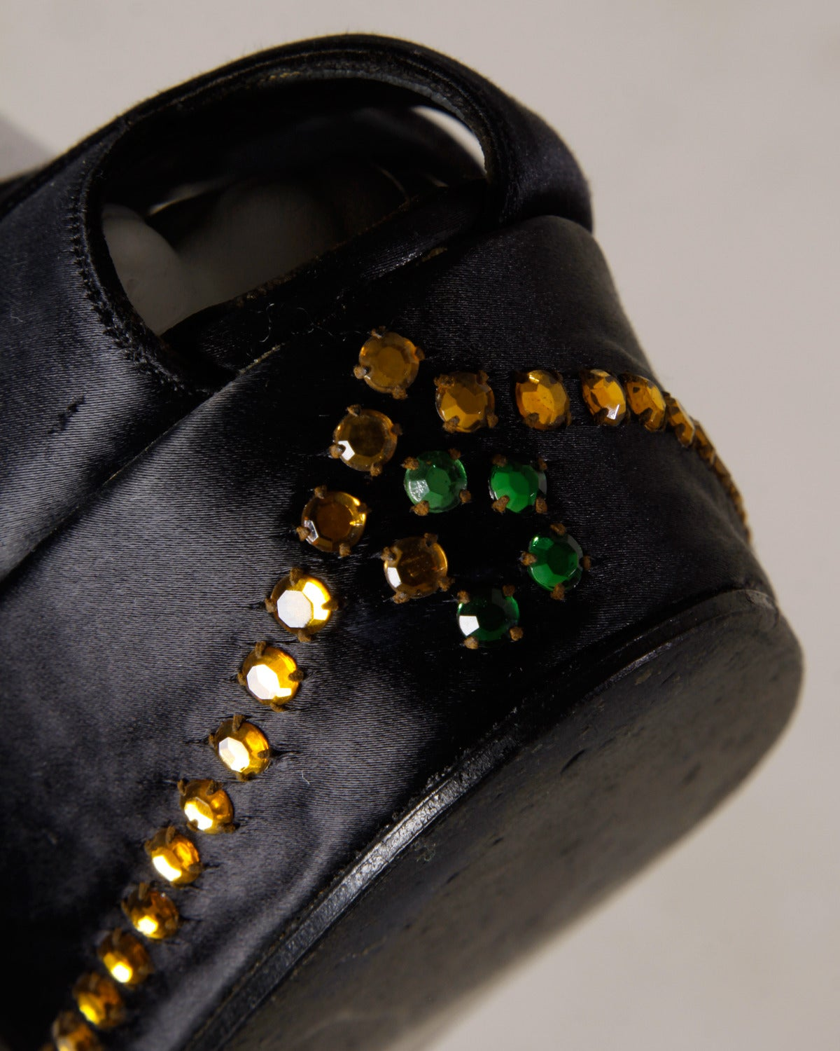 Incredible David Evins Vintage 1940s Rhinestone Silk Satin Platform Shoes 8A 37 In Excellent Condition For Sale In Sparks, NV