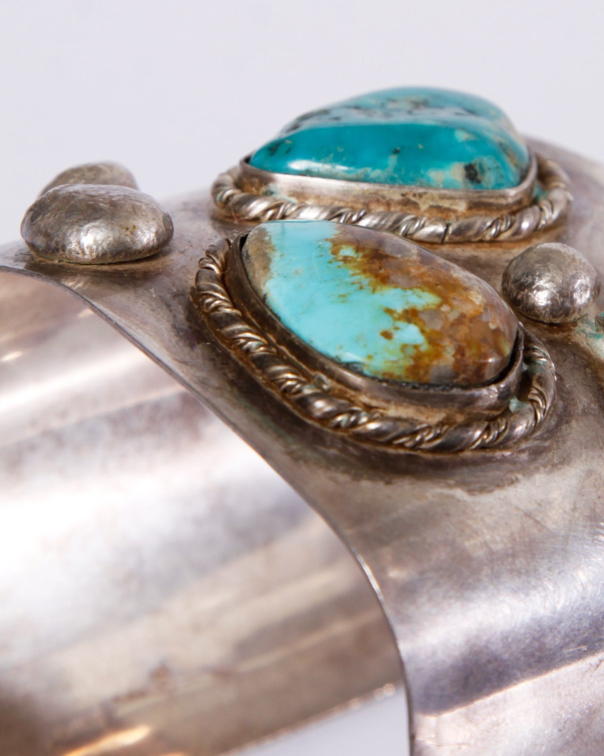 Women's or Men's Native American Vintage 1970s Sterling Silver Turquoise Cuff Bracelet For Sale