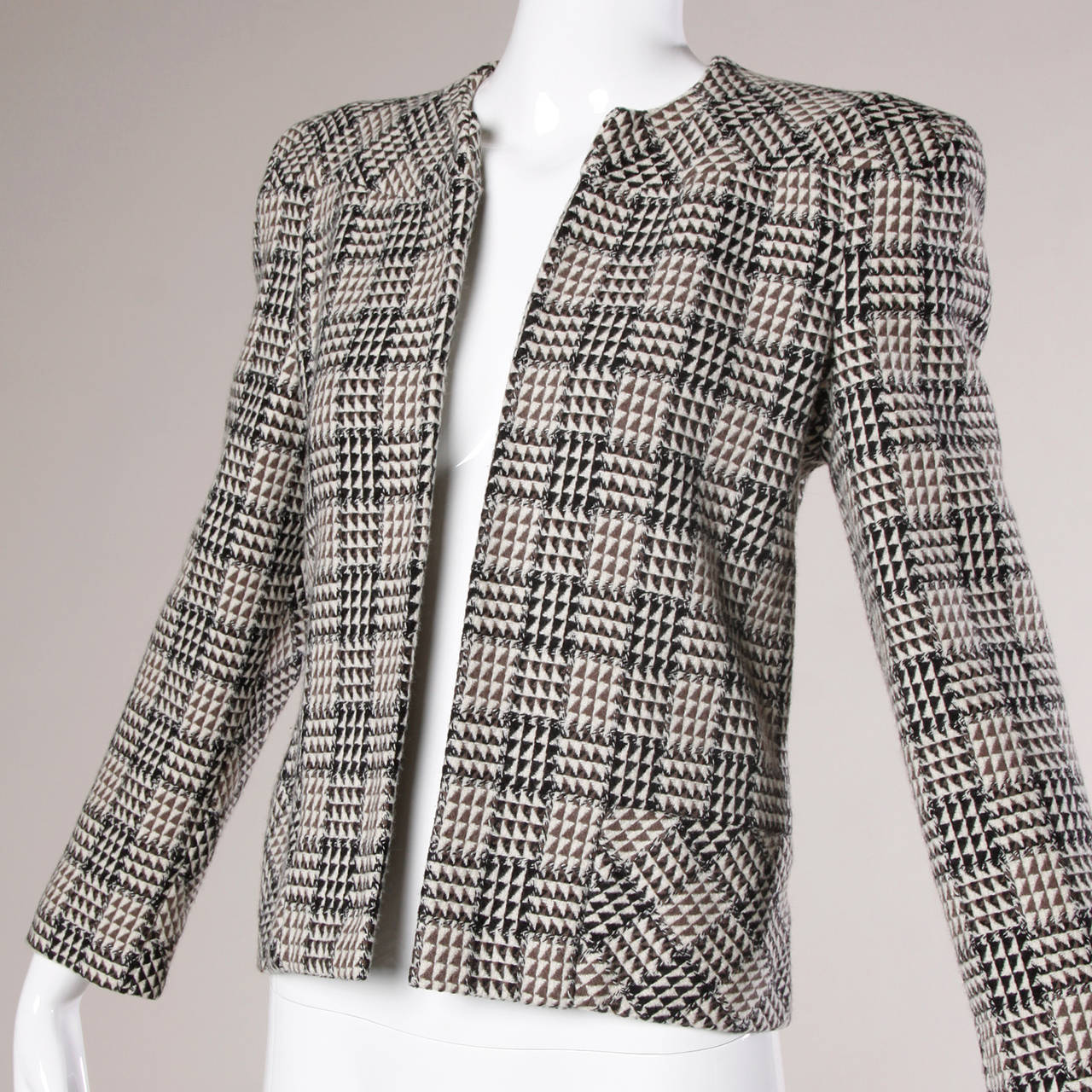 Carolina Herrera Vintage Wool Blazer Jacket with Bold Shoulders In Excellent Condition For Sale In Sparks, NV