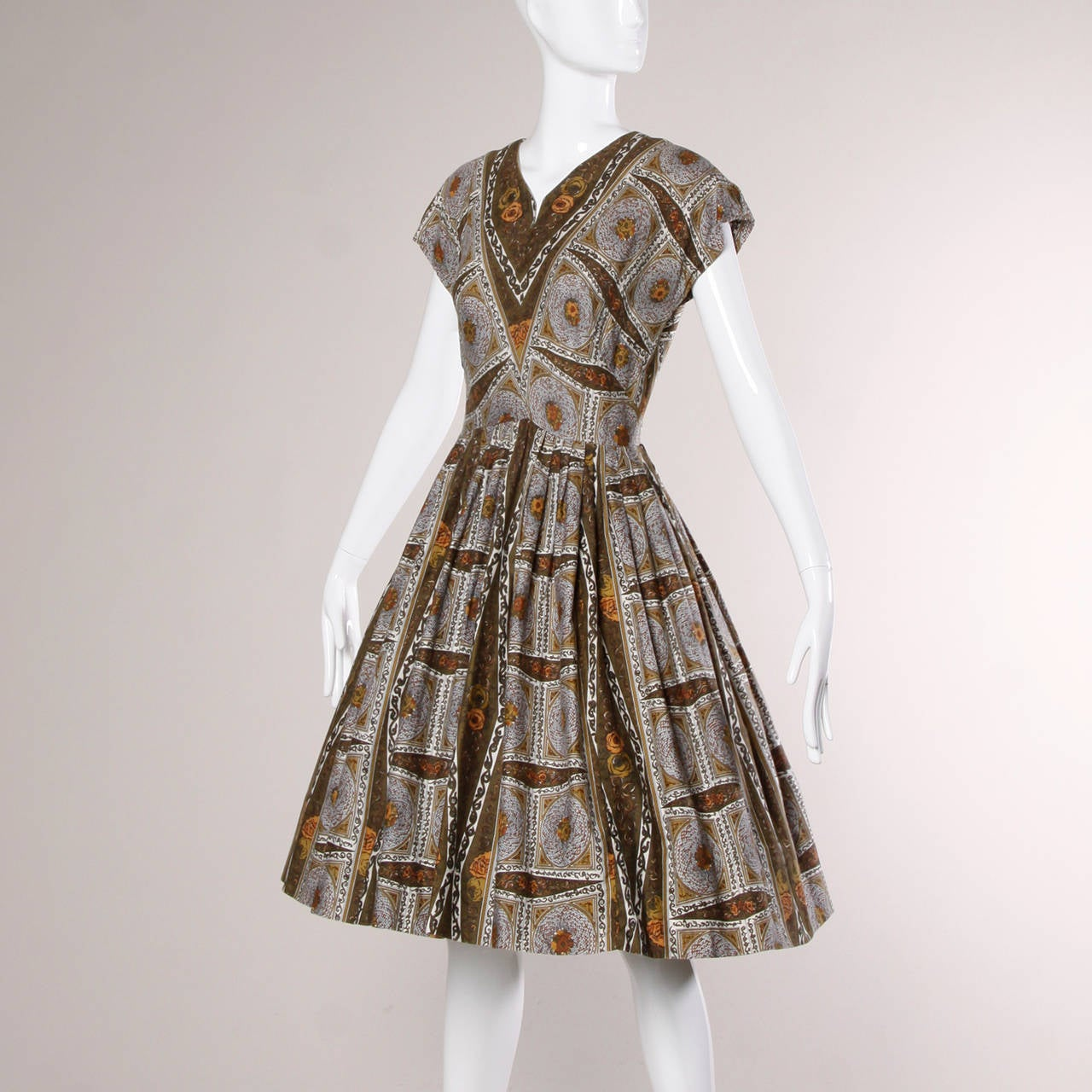Brown 1950s Vintage Screen Print Cotton Patio Dress with a Full Sweep For Sale