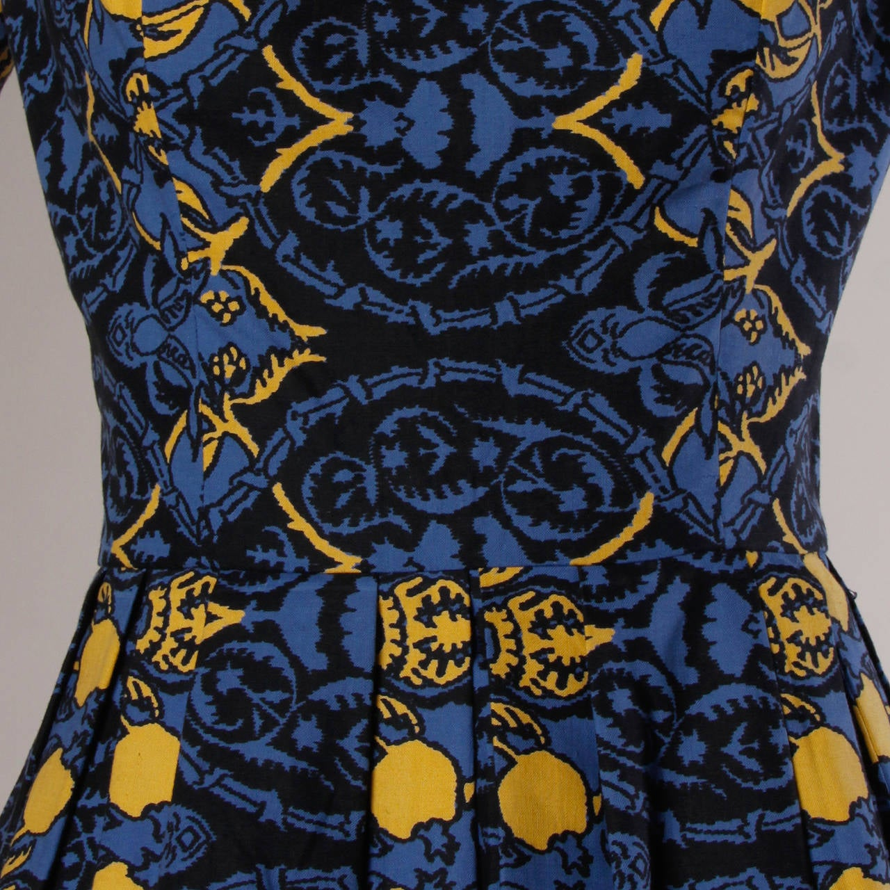 Women's 1950s Vintage French Custom Provincial Printed Cotton Dress For Sale