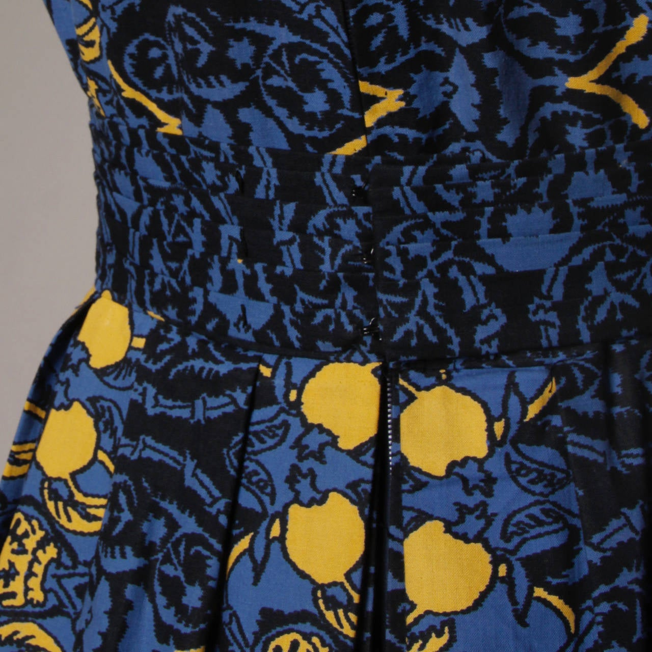 1950s Vintage French Custom Provincial Printed Cotton Dress For Sale 2
