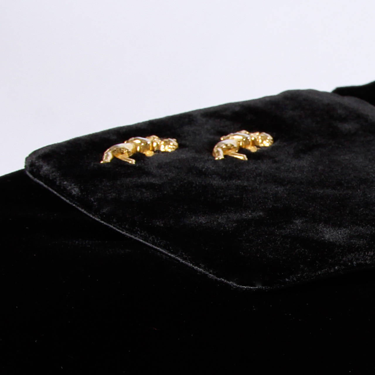 Rosenfeld Vintage 1960s Black Silk Velvet Hand Bag with Cherubs For Sale 2