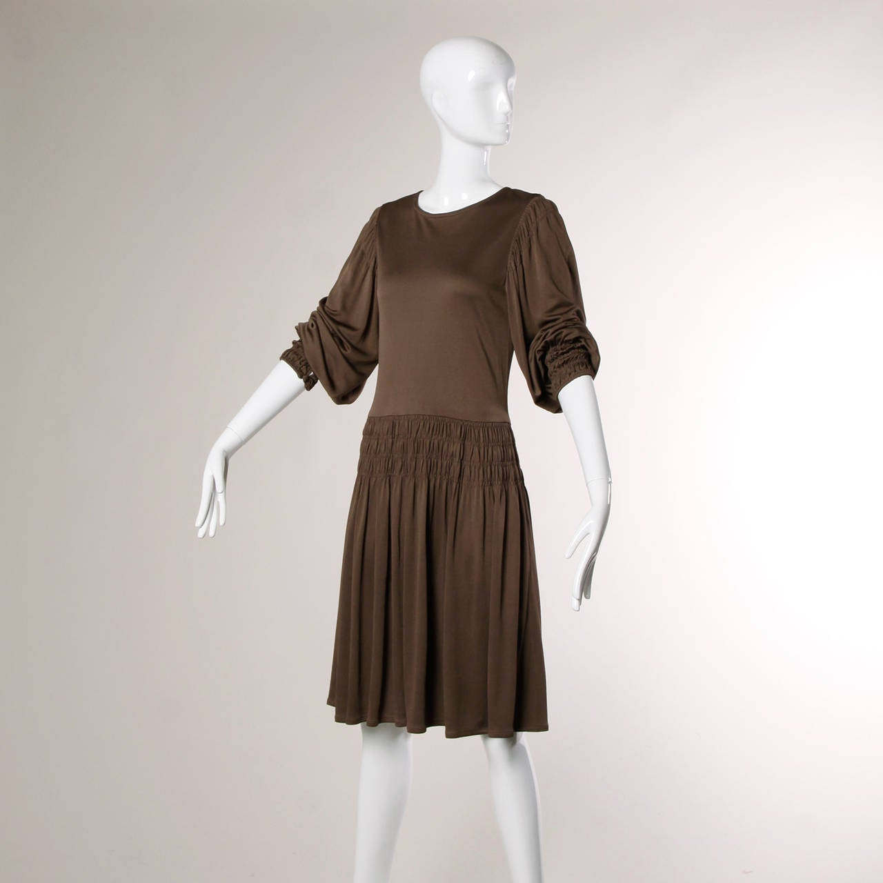 Bill Blass for Saks Fifth Avenue Ruched Brown Jersey Knit Dress In Excellent Condition For Sale In Sparks, NV
