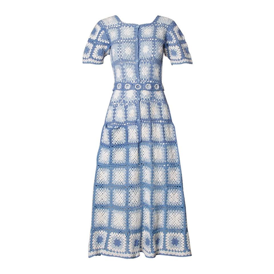 1940s vintage blue and white crochet dress belt at