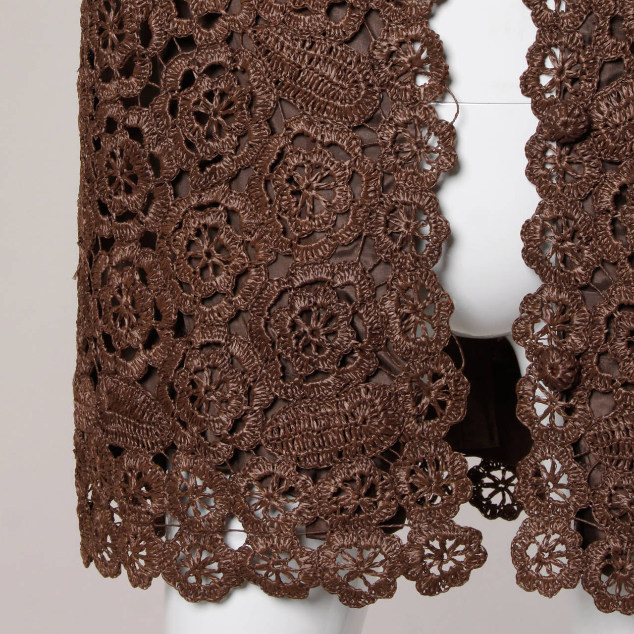 1960s Brown Scalloped Hand Crochet Raffia Lace Jacket or Coat In Excellent Condition For Sale In Sparks, NV