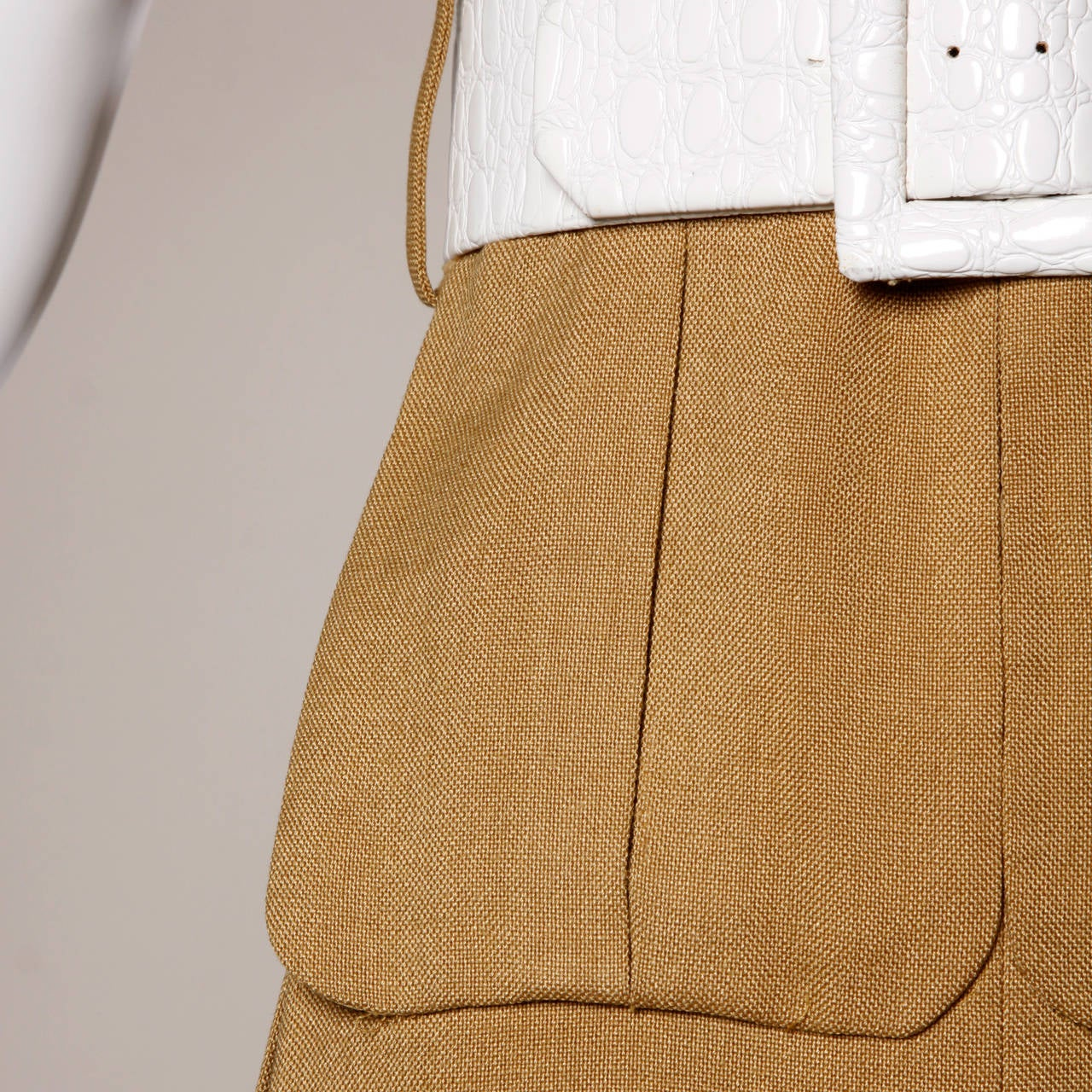 Gorgeous vintage camel linen mod dress with a white leather belt and oversized white mod back buttons. Unique front pouch pockets. Couture construction with hand stitched detailing throughout. By Donald Brooks.  Details:  Fully Lined in