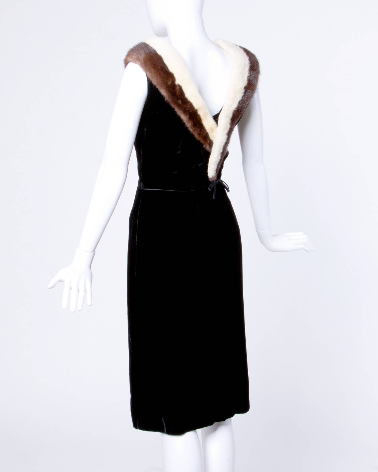 Vintage 1960s 60s Black Velvet Sheath Dress with Mink Fur Trim 3