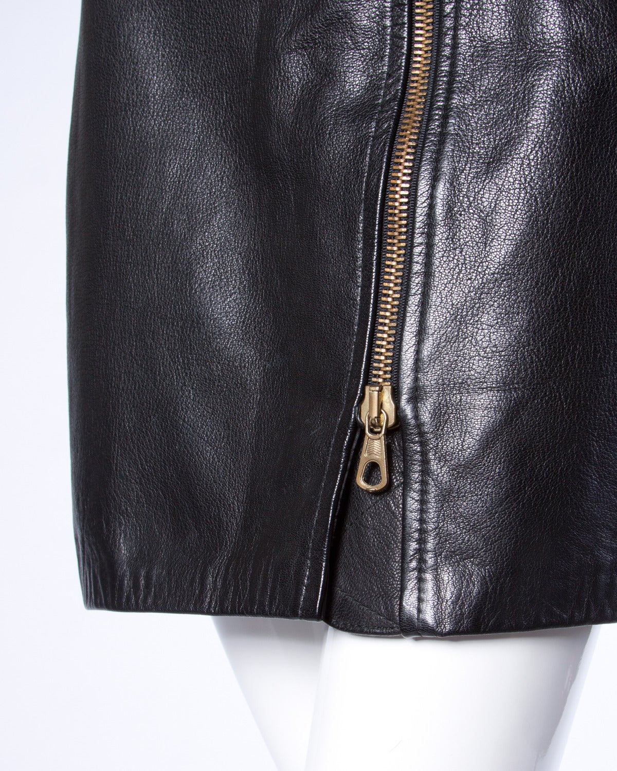 Moschino Vintage 1990s 90s Black Leather Skirt with Heart Belt Buckle For Sale 2
