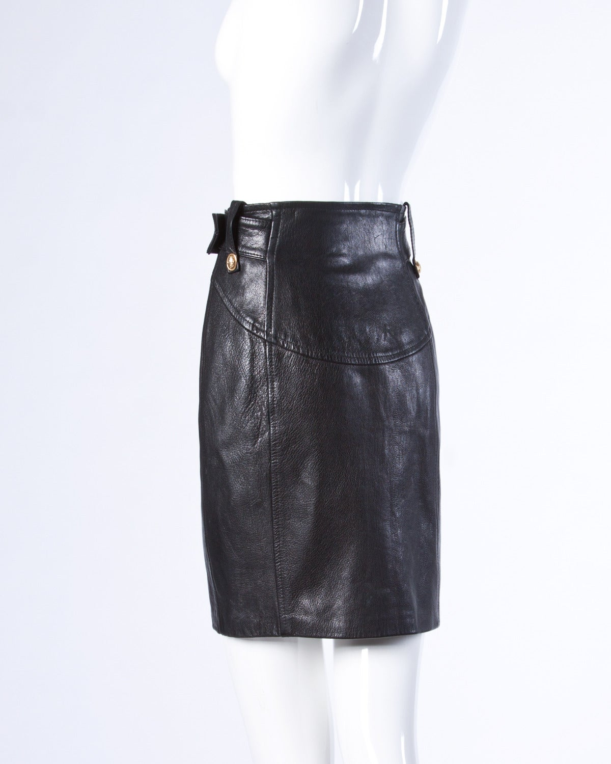 Moschino Vintage 1990s 90s Black Leather Skirt with Heart Belt Buckle In Excellent Condition For Sale In Sparks, NV