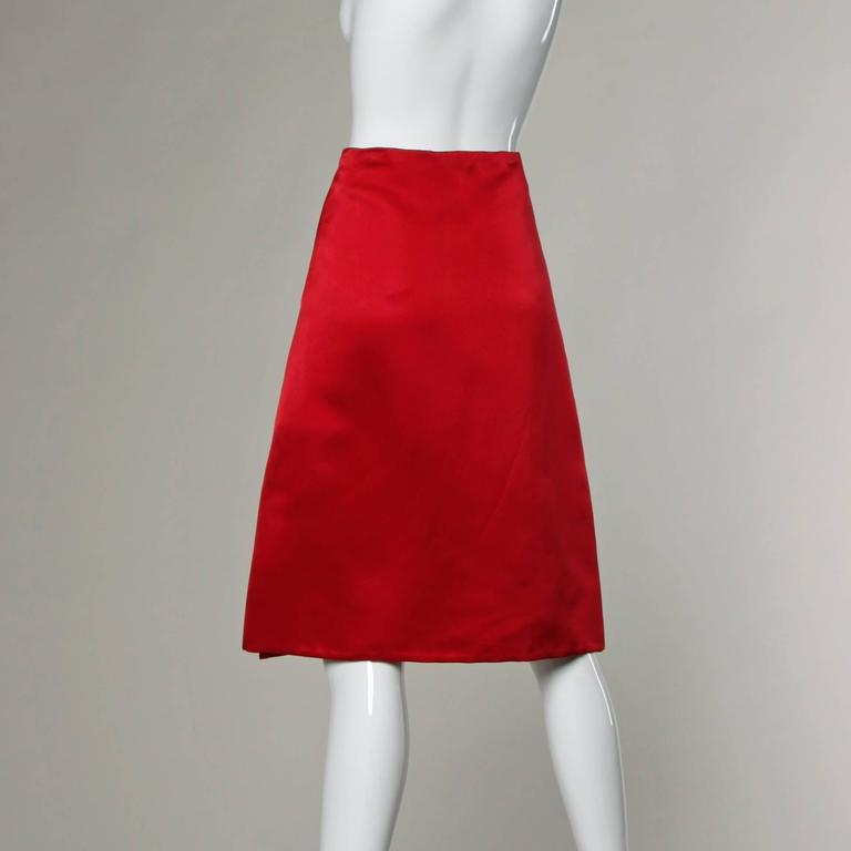 Bill Blass Vintage Red Silk Satin Skirt with Screen Printed Flowers In Excellent Condition For Sale In Sparks, NV