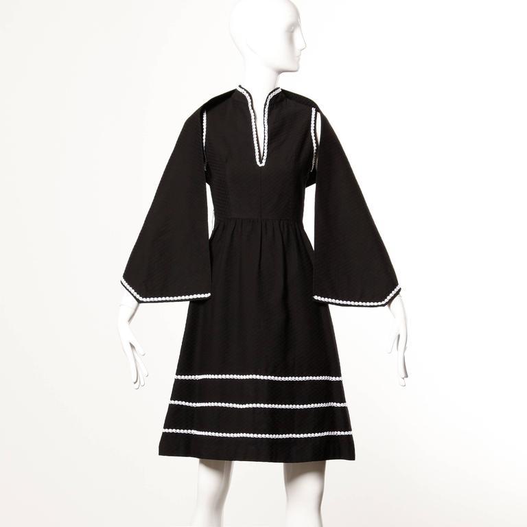 Women's 1960s Oscar de la Renta Vintage Black + White Dress + Wrap Ensemble For Sale
