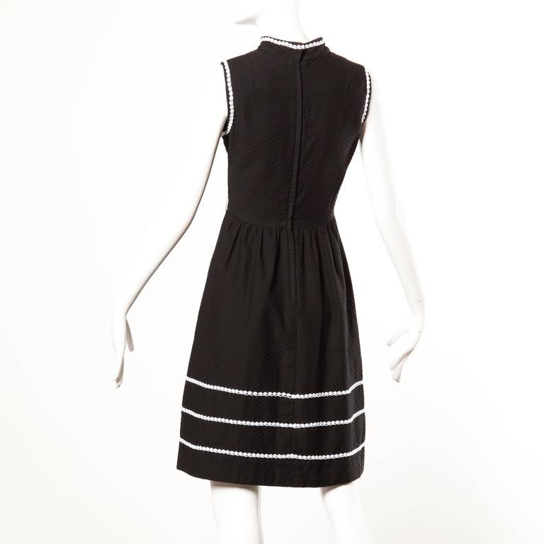 1960s Oscar de la Renta Vintage Black + White Dress + Wrap Ensemble For Sale 2