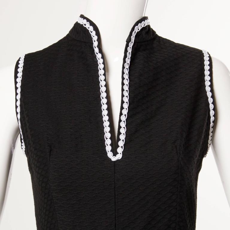1960s Oscar de la Renta Vintage Black + White Dress + Wrap Ensemble For Sale 4