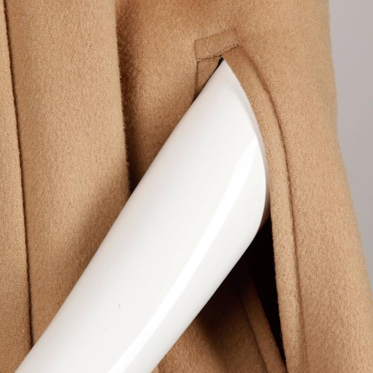 1970s Vintage Youthcraft Wool Camel Cape Coat In Excellent Condition For Sale In Sparks, NV