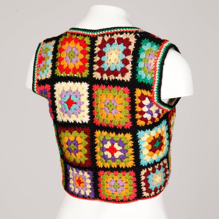 Adolfo for I. Magnin 1970s Vintage Wool Granny Squares Hand Crochet Vest Top In Excellent Condition For Sale In Sparks, NV