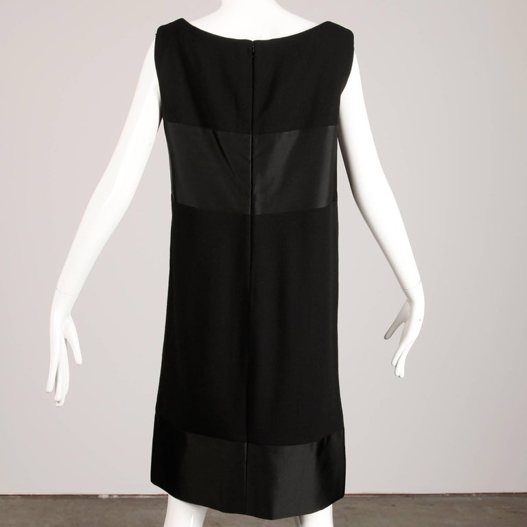 1960s Geoffrey Beene Vintage Black Wool + Silk Fabric Block Mod Shift Dress For Sale 2