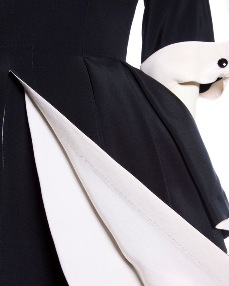 Bernard Perris Paris Vintage Stunning Black and Off White Silk Peplum Dress In Excellent Condition For Sale In Sparks, NV