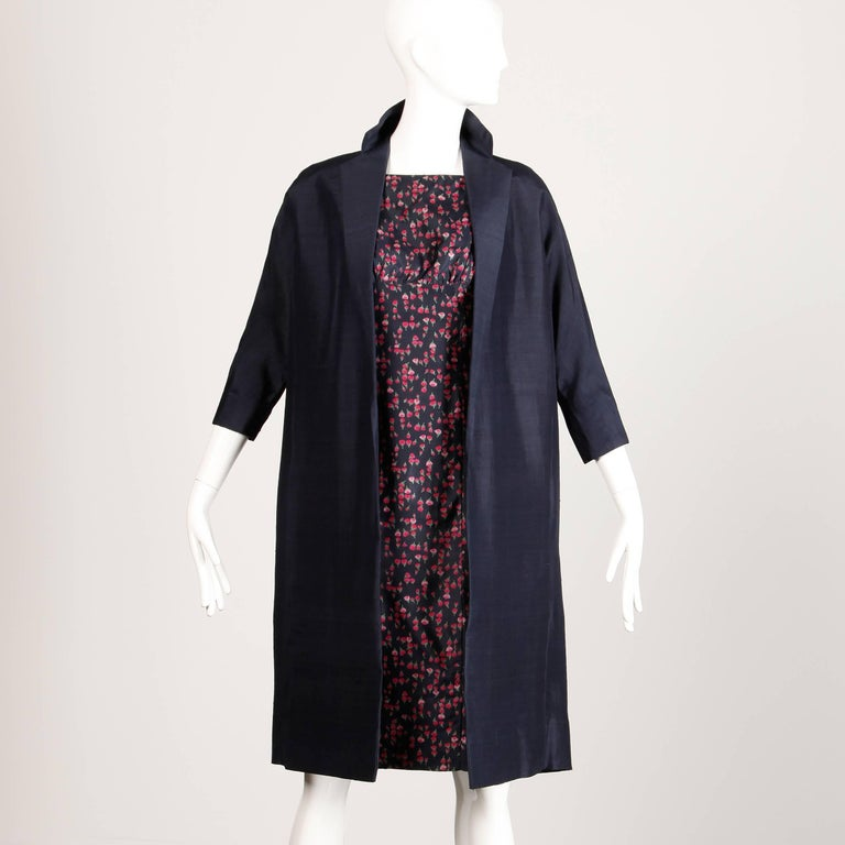 1960s Vintage Floral Print Silk Sheath Dress and Coat 2-Piece Ensemble In Excellent Condition For Sale In Sparks, NV