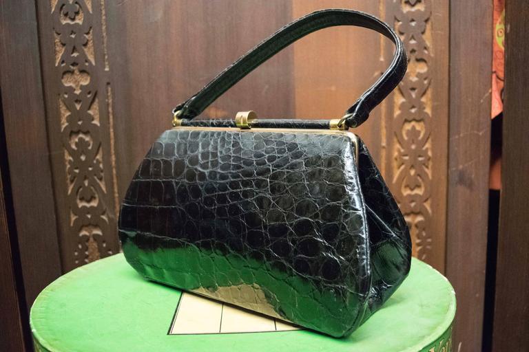1950s Bellestones Black Alligator Handbag In Excellent Condition For Sale In San Francisco, CA