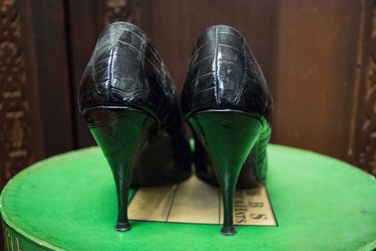 1950s Falenti Black Alligator High Heels   Size 9.5 wide US