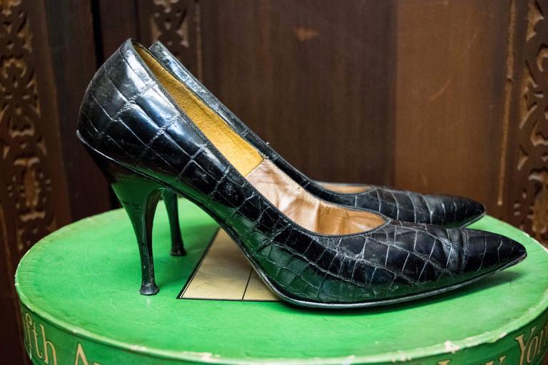 Women's 1950s Falenti Black Alligator High Heels  For Sale