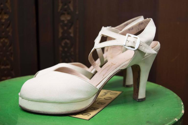 1940s White Suede Platform Shoes In Excellent Condition For Sale In San Francisco, CA