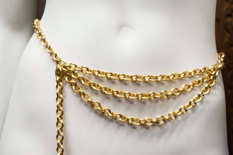 1980's Judith Leiber Gold Tone Chain Link Belt  In Good Condition For Sale In San Francisco, CA