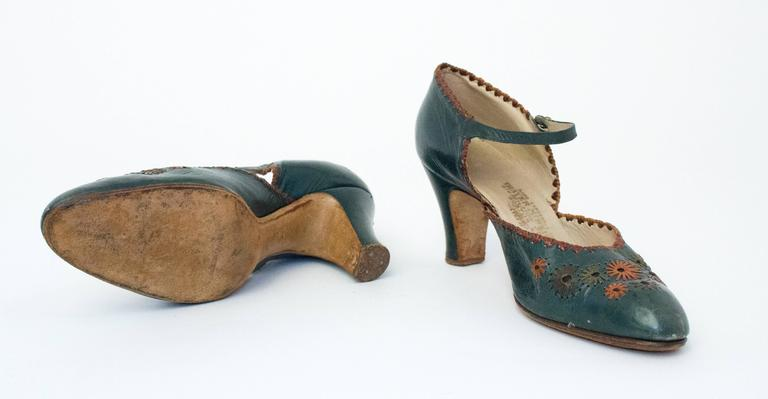 Black 20s Green Leather Mary Jane Heels with Floral Embellishments  For Sale