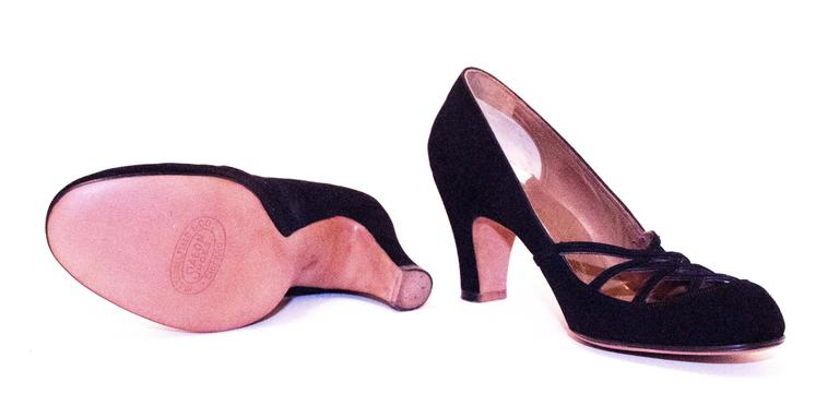 50s Black Suede Heels with Cut Out Toe Detail  In Excellent Condition For Sale In San Francisco, CA