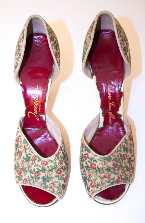 """50s Red, Pink & Green Floral Peep-toe Heels. Leather soles.   Measurements: Insole: 10"""" Width: 3"""" Heel Height: 3 3/4"""""""