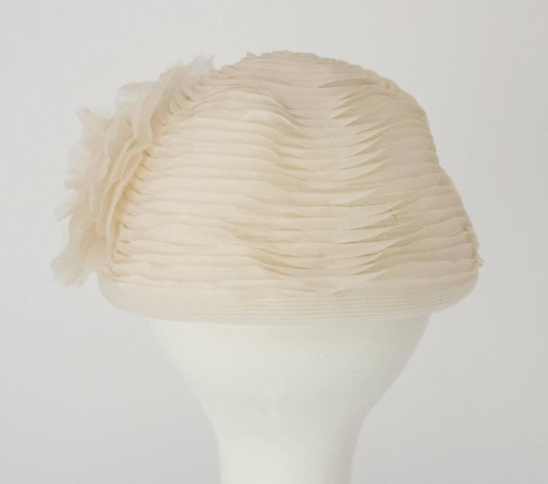 50s Schiaparelli White Organza & Horsehair Hat with Flower Adornment  For Sale 1