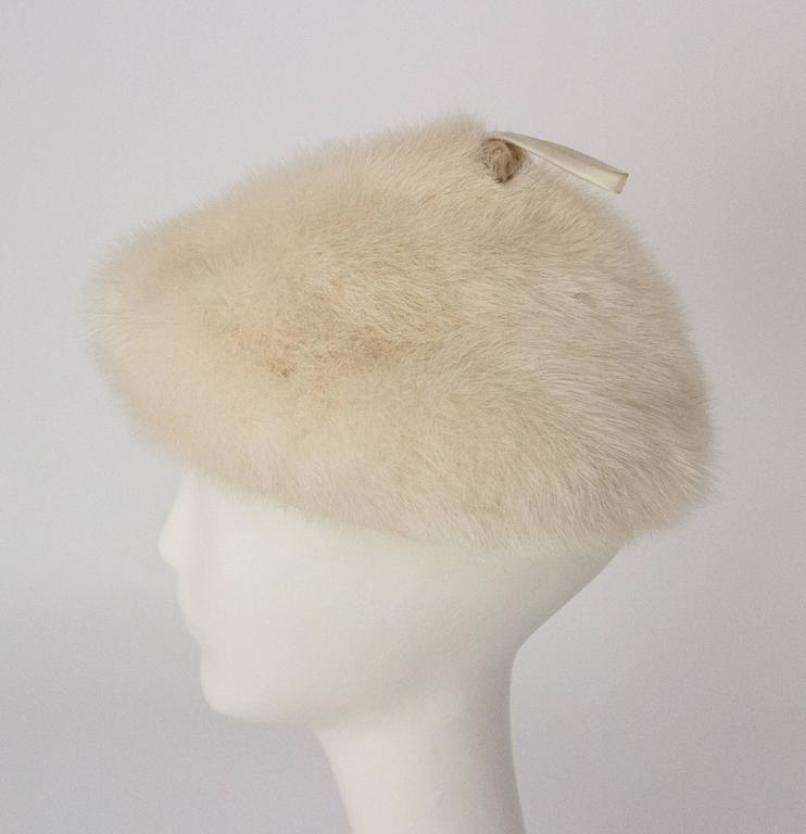 50s White Mink Cone Hat In Excellent Condition For Sale In San Francisco, CA
