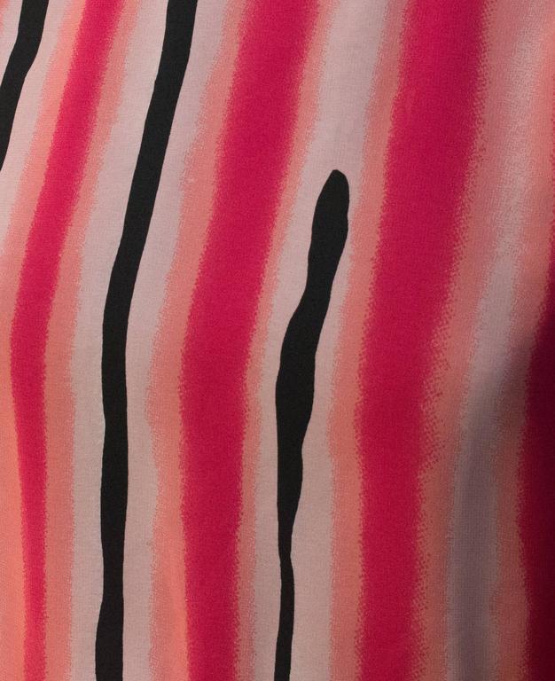 80s Hanae Mori Printed Silk Chiffon Magenta and Black Dress In Good Condition For Sale In San Francisco, CA