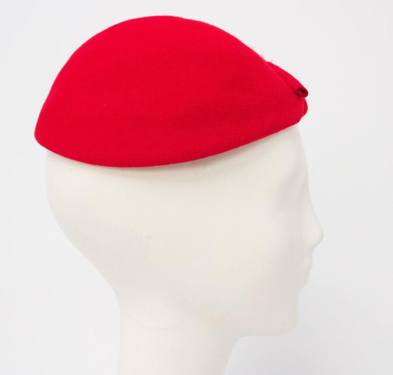 50s Red Wool Felt Fashion Hat w/ Feathers In Excellent Condition For Sale In San Francisco, CA