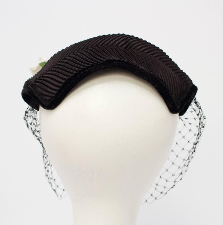 50s Black Veiled Hat w/ White Flower In Excellent Condition For Sale In San Francisco, CA