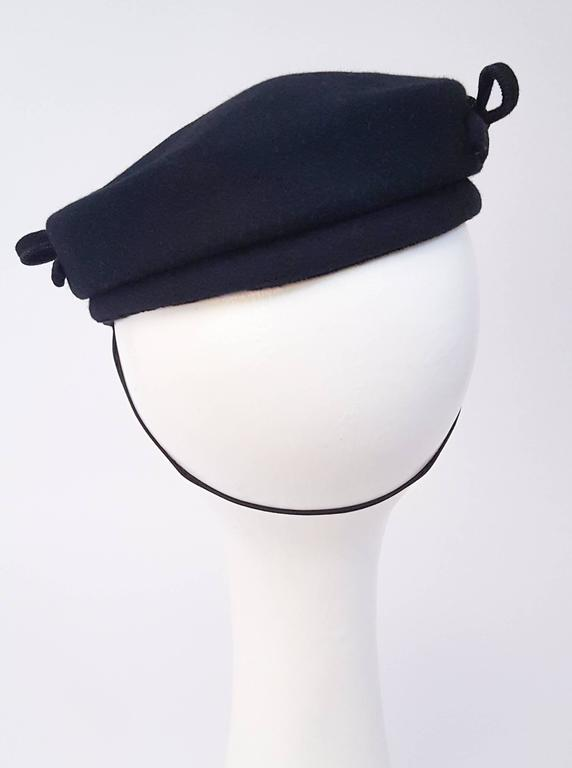 1940s Navy Fashion Hat w/ Bows In Excellent Condition For Sale In San Francisco, CA