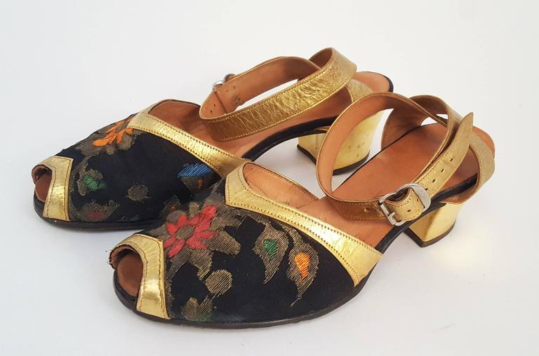 1930s Gold and Brocade Sandals. Size 8M.