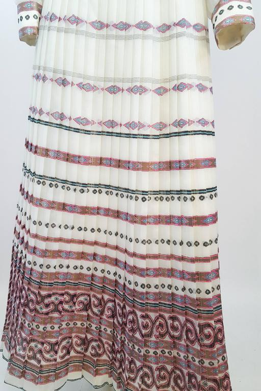 70s Shaheen Print White Maxi Dress In Excellent Condition For Sale In San Francisco, CA