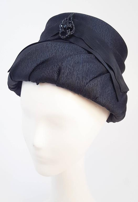60s Mod Black Ruched Bucket Hat In Excellent Condition For Sale In San Francisco, CA