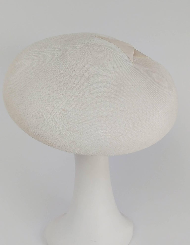 1950s New Look White Saucer Hat In Good Condition In San Francisco, CA