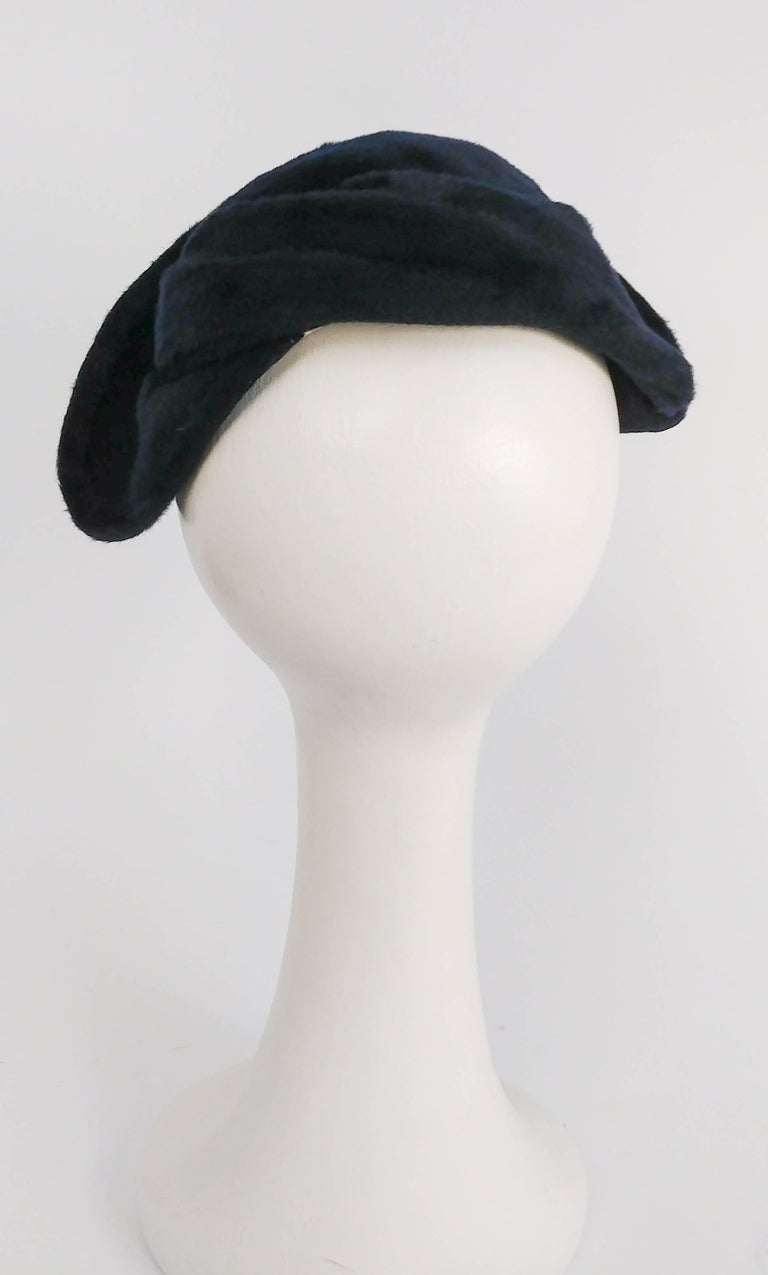 1950s Navy Blue Felt Hat In Excellent Condition For Sale In San Francisco, CA