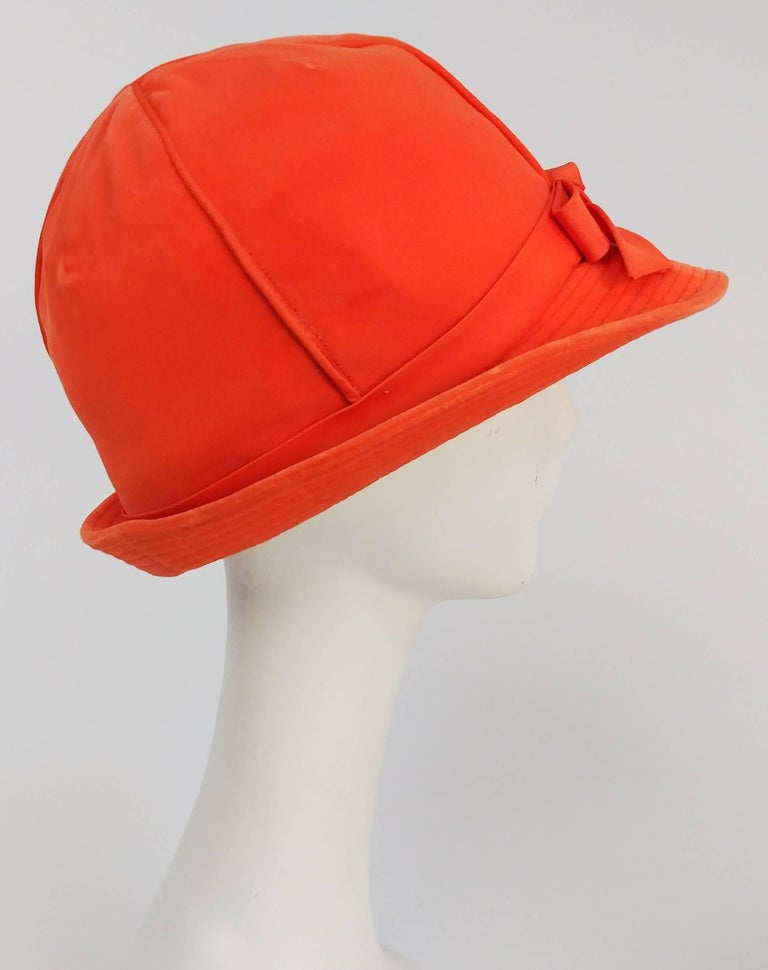 1960s Orange Mod Velvet Cloche Hat In Excellent Condition For Sale In San Francisco, CA