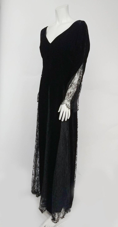 1980s Bill Blass Black Velvet Gown w/ Lace Detail For Sale at 1stdibs