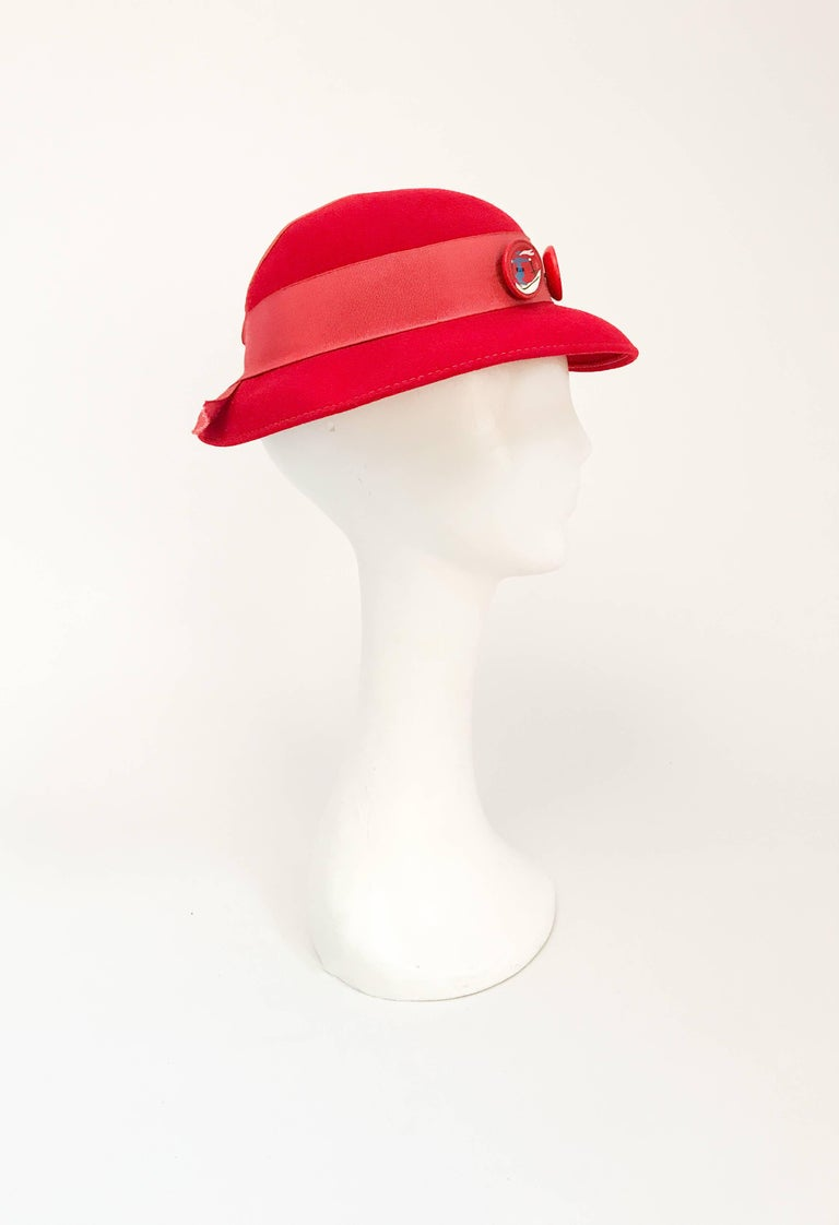 1930s Red Felt hat with Hand Painted Ski Buttons In Good Condition For Sale In San Francisco, CA